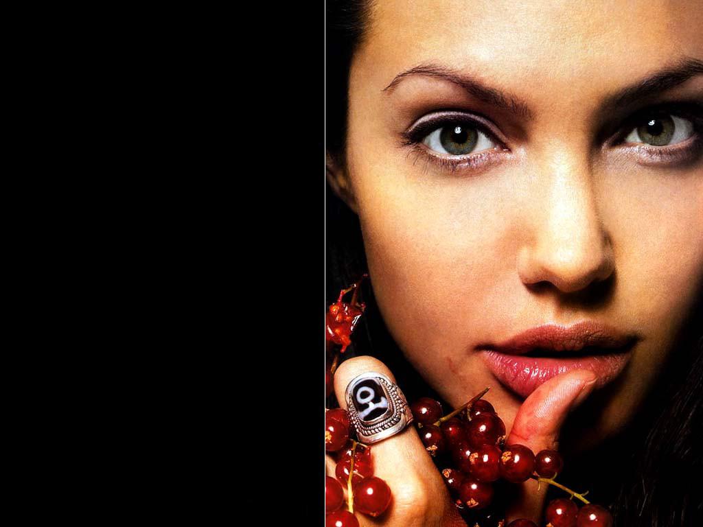 Angelina Jolie (1024x768 - 131 KB)
