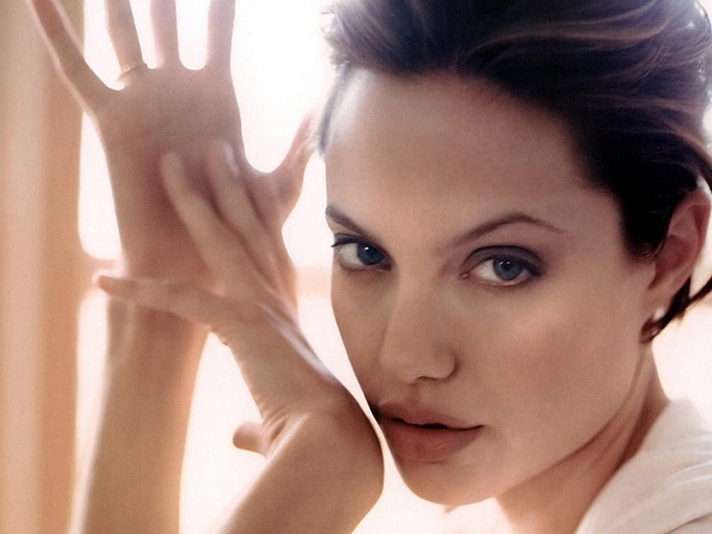 Angelina Jolie (1024x768 - 159 KB)