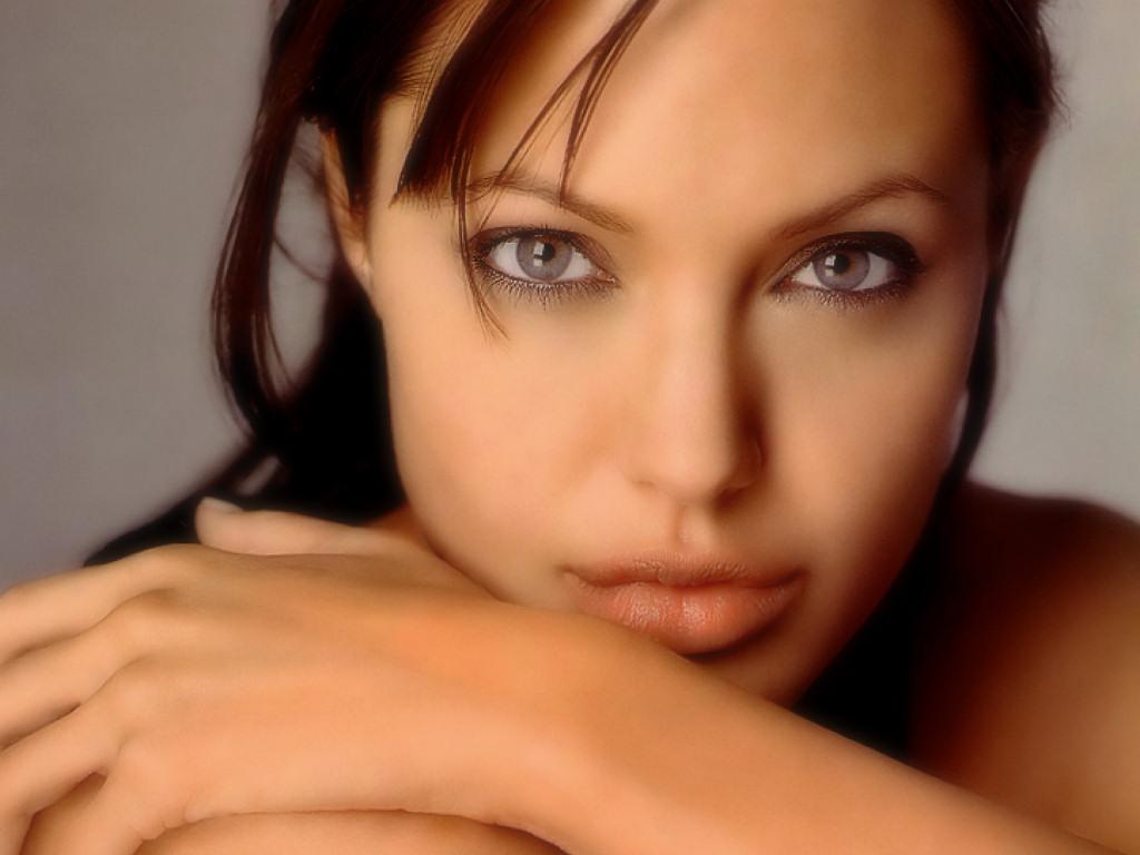 Angelina Jolie (1024x768 - 133 KB)