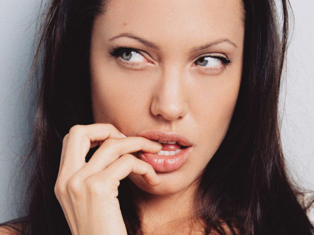 Angelina Jolie (1024x768 - 191 KB)