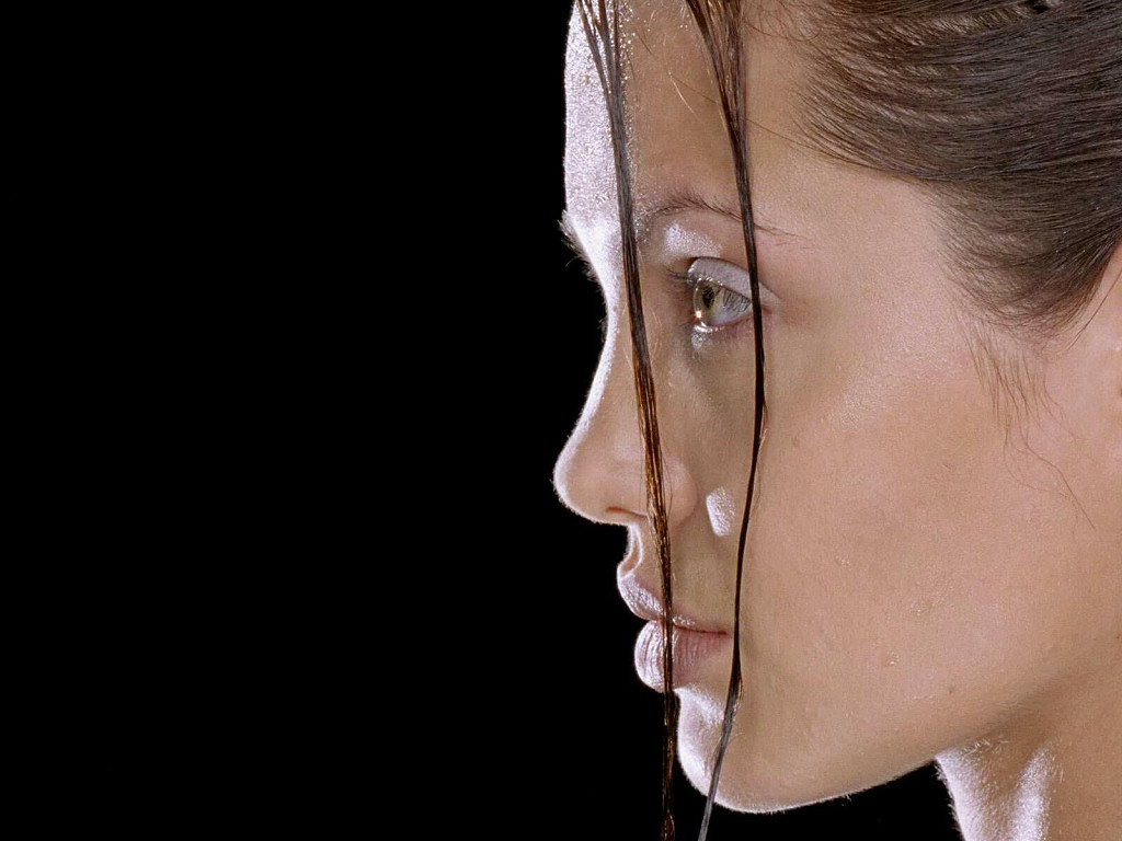 Angelina Jolie (1024x768 - 132 KB)