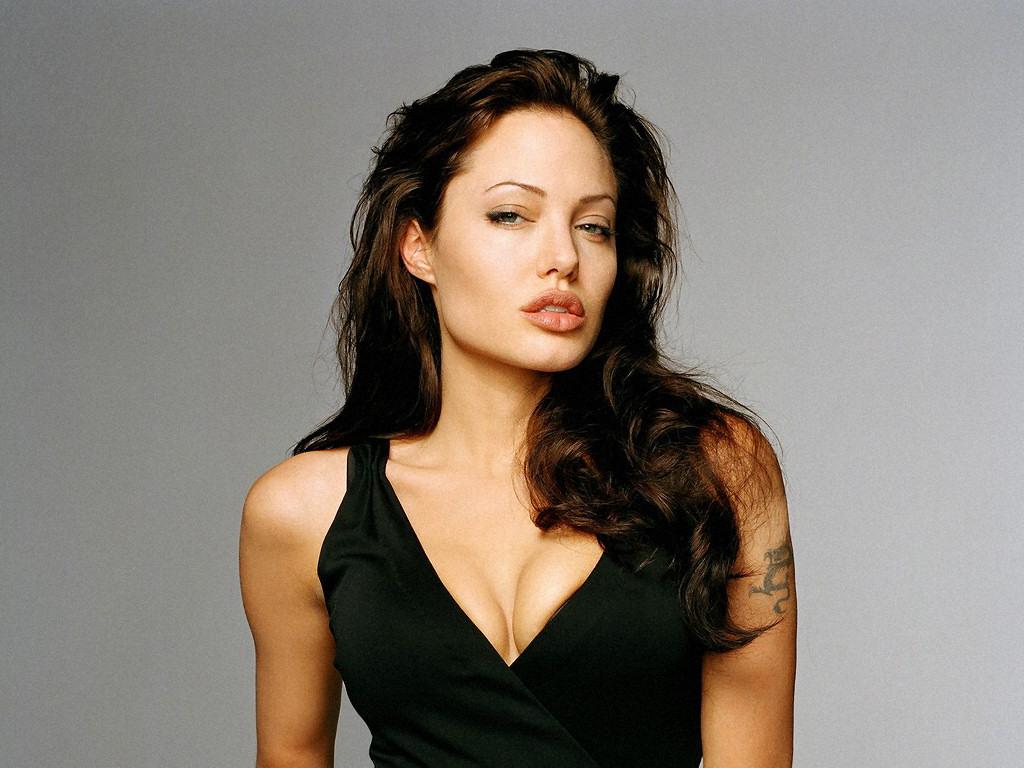 Angelina Jolie (1024x768 - 205 KB)