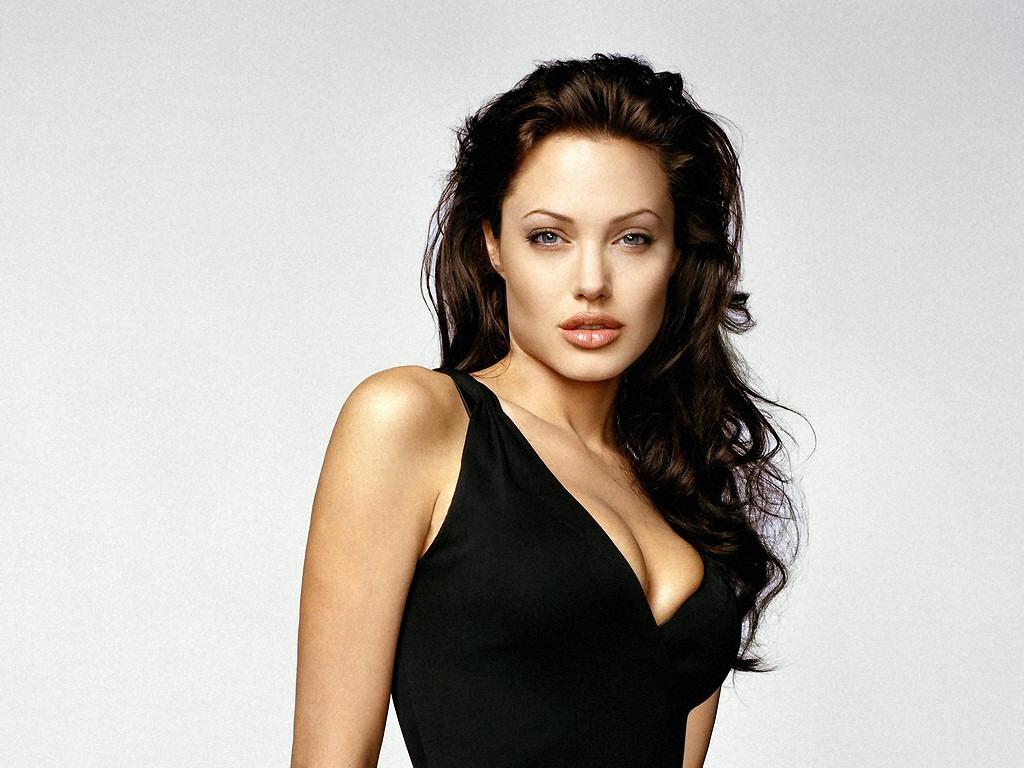 Angelina Jolie (1024x768 - 195 KB)