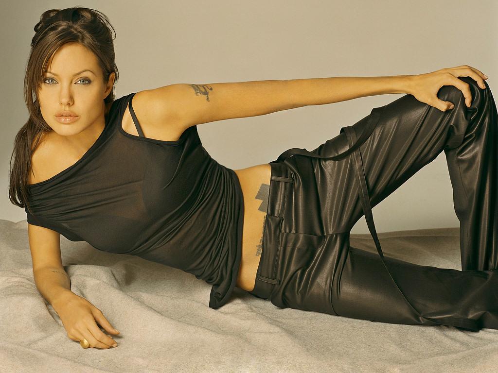 Angelina Jolie (1024x768 - 242 KB)