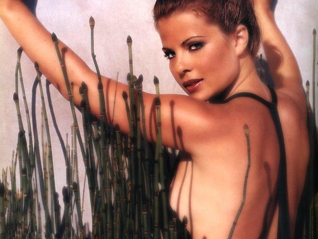 Yasmine Bleeth (1024x768 - 120 KB)