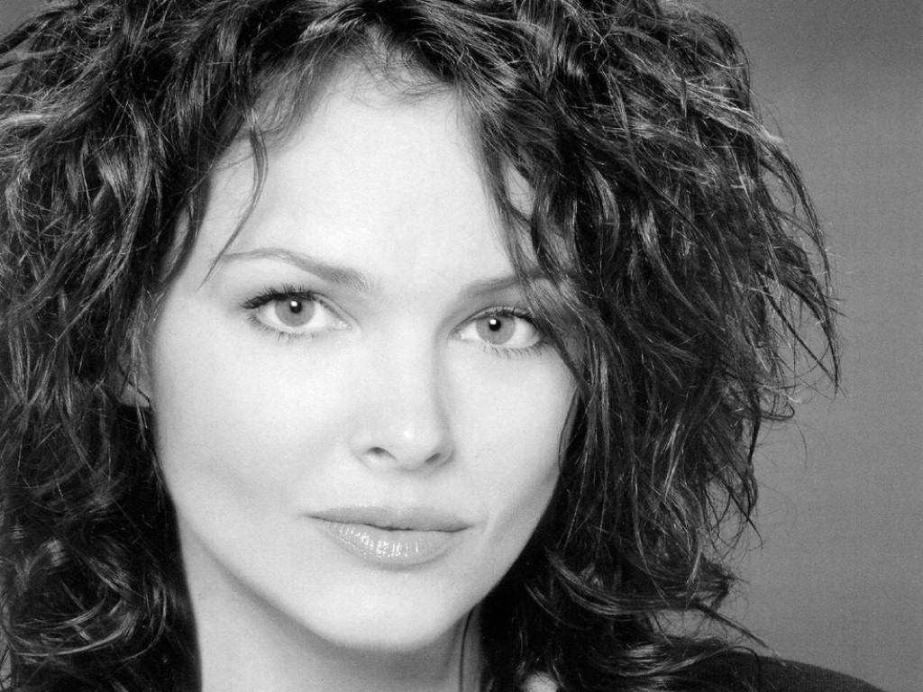 Dina Meyer (1024x768 - 197 KB)