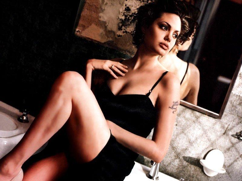 Angelina Jolie (800x600 - 73 KB)
