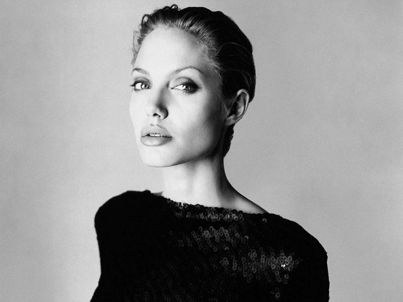Angelina Jolie (800x600 - 100 KB)