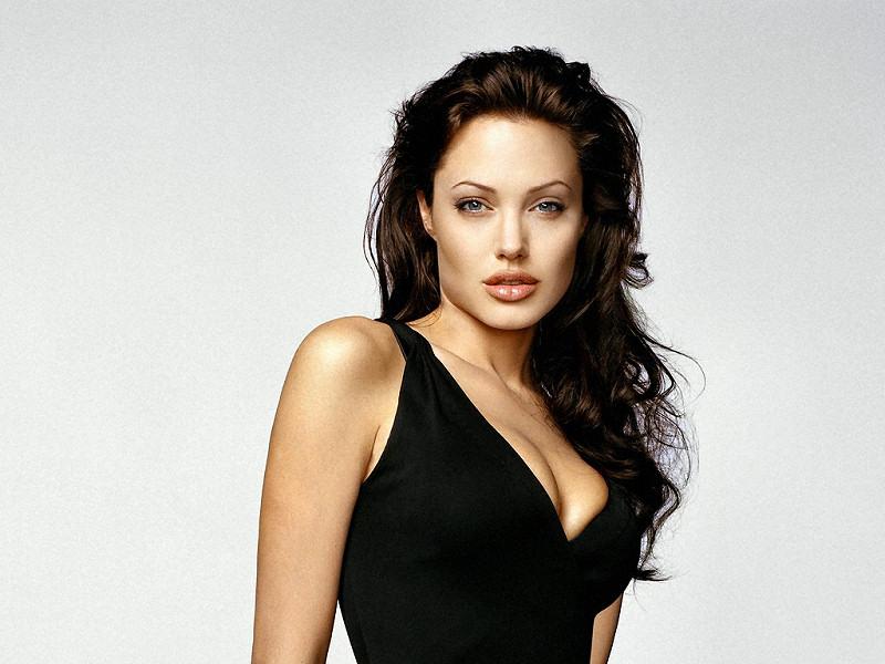 Angelina Jolie (800x600 - 123 KB)