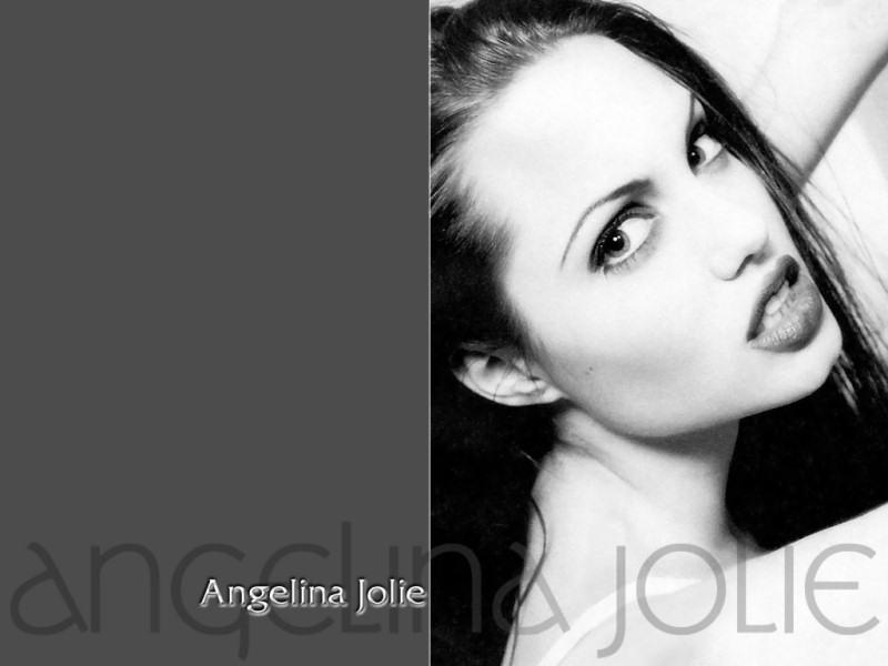 Angelina Jolie (800x600 - 62 KB)