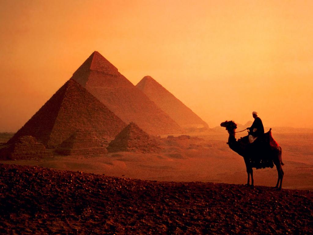 Piramidi (1024x768 - 751 KB)