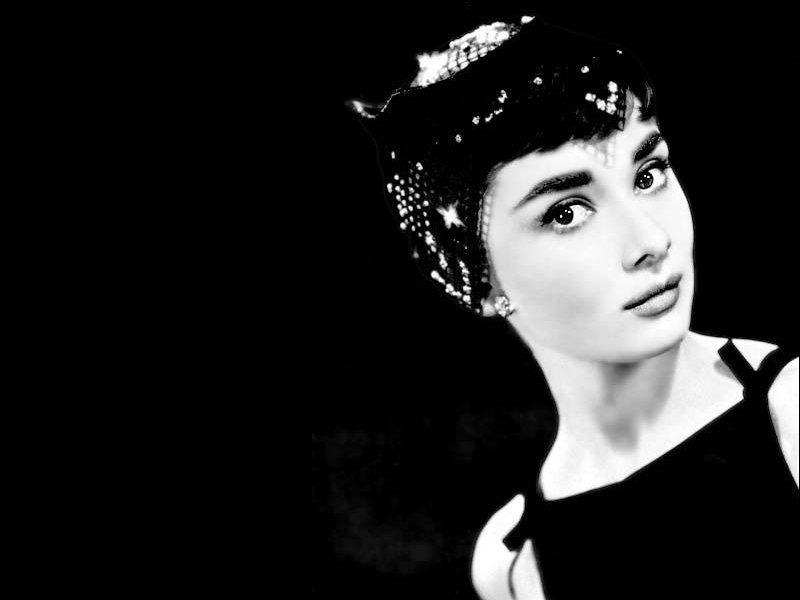 Audrey Hepburn (800x600 - 28 KB)