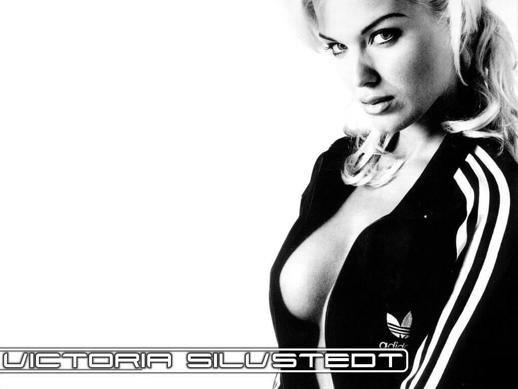 Victoria Silvstedt (1024x768 - 77 KB)