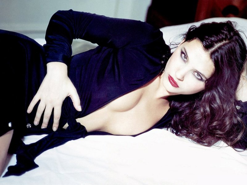 Virginie Ledoyen (800x600 - 71 KB)
