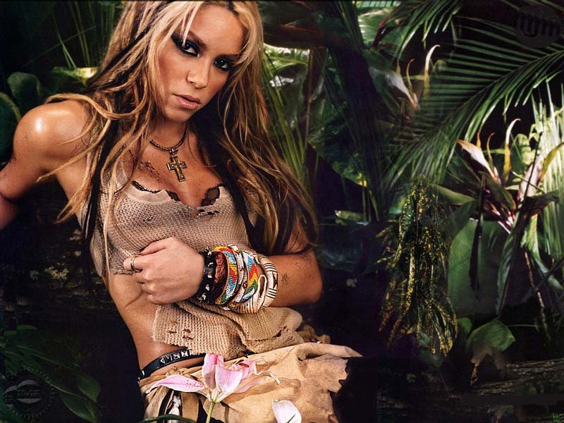 Shakira (800x600 - 115 KB)
