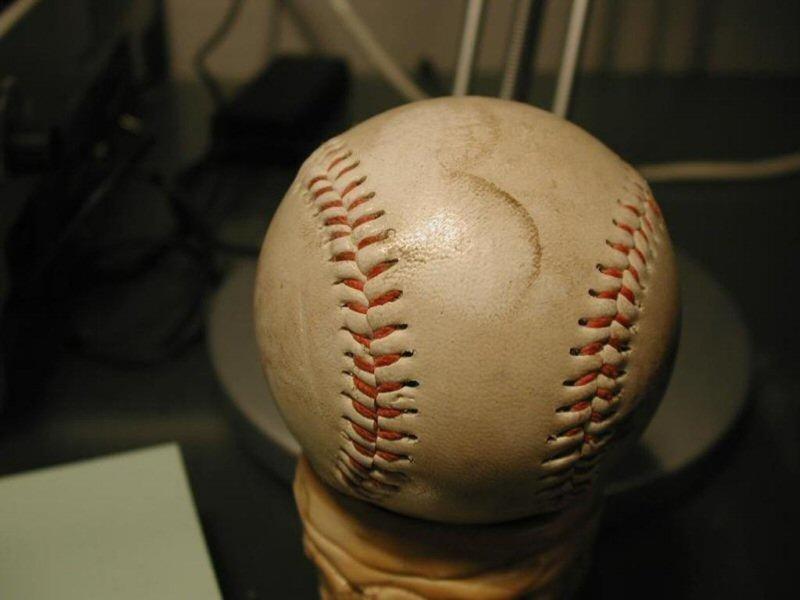 Baseball (800x600 - 48 KB)